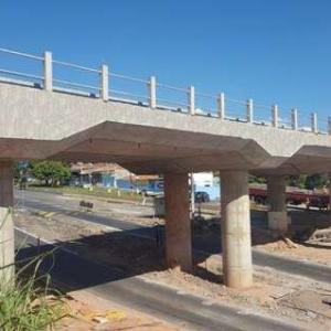 Construção de pontes e viadutos
